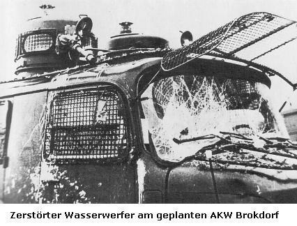 Foto: Zerstörter Wasserwerfer am geplanten AKW Brokdorf