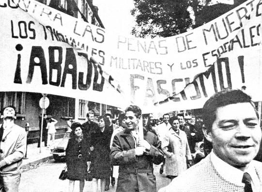 Gemeinsame Demonstration von KPD/ML_ZK und PCE/ML in Frankfurt/M. gegen die Todesurteile im Burgos_Prozess (25.10.1970)